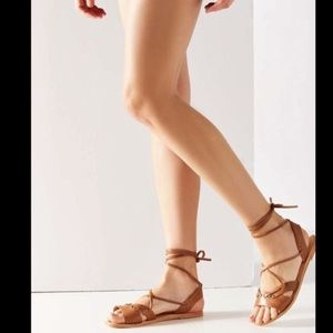 URBAN OUTFITTERS TAN GLADIATOR STRAP SANDALS